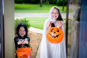 children-at-door-trick-or-treating